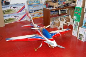 Mythos 125E Landing Gear RED Carbon